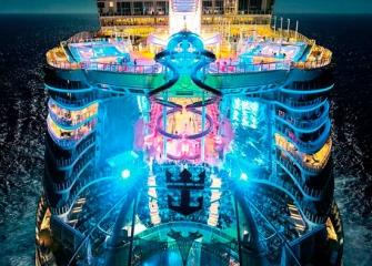 «Симфония морей». В Испании представили самый большой круизный лайнер в мире